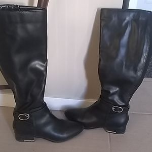 Black Aldo boots ,worn a few times,great condition
